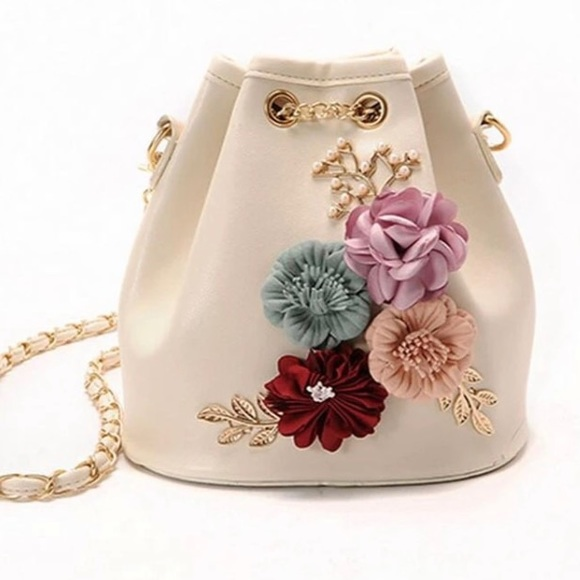 Chic Mini Bag with pretty flowers 🌺