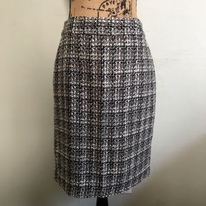 Banana Republic black & white tweed pencil skirt