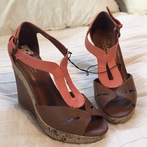 Beautiful Coral & Brown Leather Wedges
