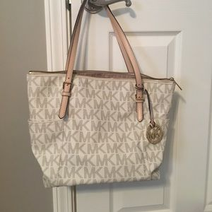 White MK tote in great shape. Rarely used