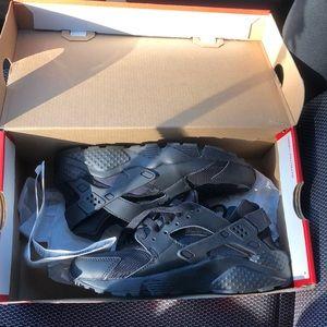 Size 4.5Y Nike Huarache Run.