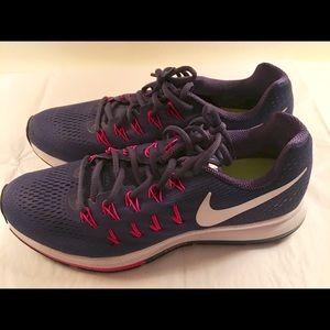 Women's Nike Pegasus 33 size 10