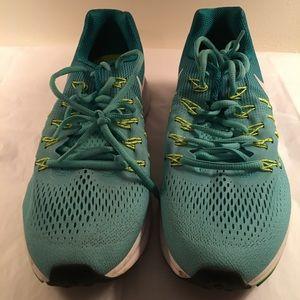 Women's Nike Pegasus 33 size 10.