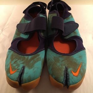BRAND NEW Women's Nike Rift sandals size 10