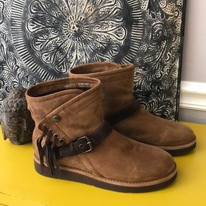 "UGG BOOT WITH FRINGE ""NEW"" TAN SZ 6"