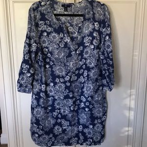 Gap woman's V-Neck Dress