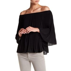 NWT Vince Camuto Accordion Black Blouse