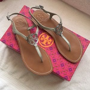 Tory Burch Violet Thong Sandal in Gray