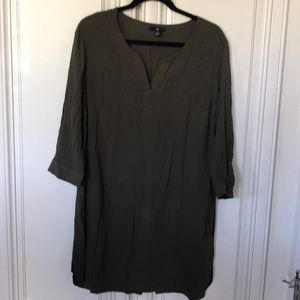 Gap woman's V-Neck Dress