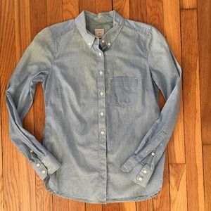 GAP XS The Tailored Shirt very light chambray