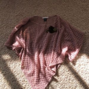 Pink triangular knitted poncho