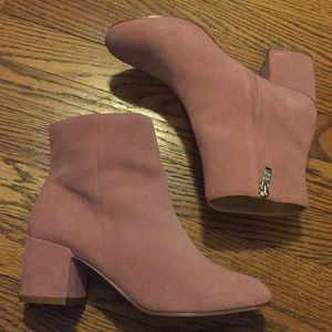 URBAN OUTFITTERS MILLENIAL PINK SUEDE BOOTIES