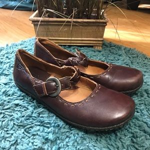 💟 BORN Sz 7.5 Brown Buckled Flats MaryJanes