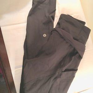 Pre owned women's black lululemon leggings sz 6