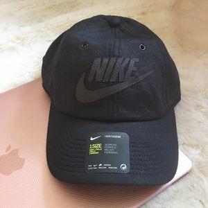 Nike Black Hat