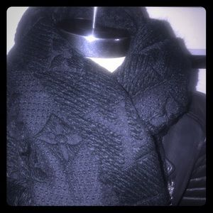 Authentic Lv scarf 🧣