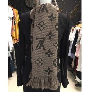 Black Authentic Lv scarf 🧣