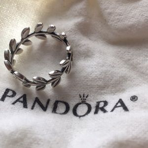 Pandora ring ( Laurel Wreath)