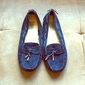 Ugg navy slippers never worn