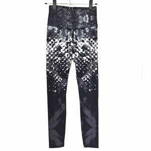 EUC The North Face Graphic Workout Legging