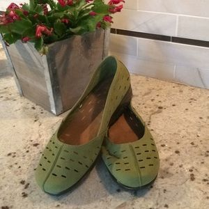 NWOT! Aerosoles Utmost Olive suede loafers size 9M