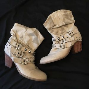 Cream ankle booties sz. 6