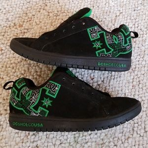 DC youth 6 shoes black green court graffik skater