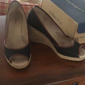 Bass wedge open toe shoe