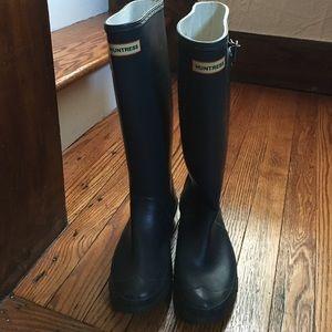 "Hunter ""Huntress"" boots with Hunter fleece socks"