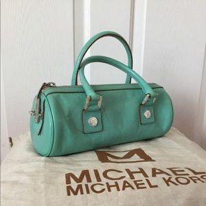Adorable Michael Kors barrel bag