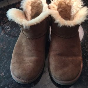 Authentic short bailey Uggs