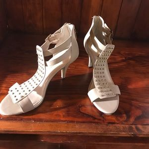 Audrey Brooke pumps size 10/40 New without Box