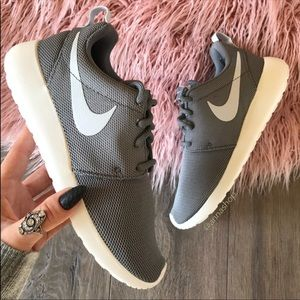 NWT Nike💨Roshe One Cool Grey