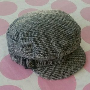 NEWSBOY Cap in Black & Grey
