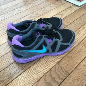 Nike tennis shoes size 7.5 women's