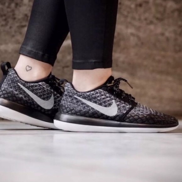 nike roshe two flyknit 365 womens shoe
