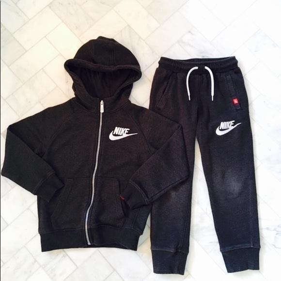 70b0266e8b Nike Boys Matching Sweatsuit. M_5a317c922de5129c12018557