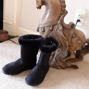Shoes - NEW BLACK FAUX SUEDE AND FUR TOP BOOTS SIZE 4