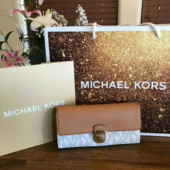 19a549cd037b1e Michael Kors Bags | 100 Authentic Bridgette Wallet | Poshmark