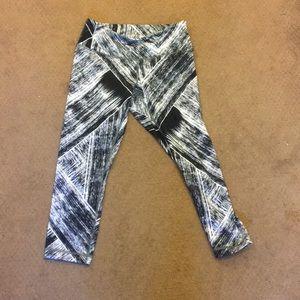 Lulu b&w crop pants