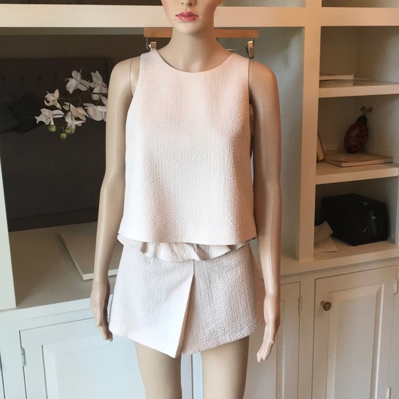 Other - Beautiful beige set with shorts