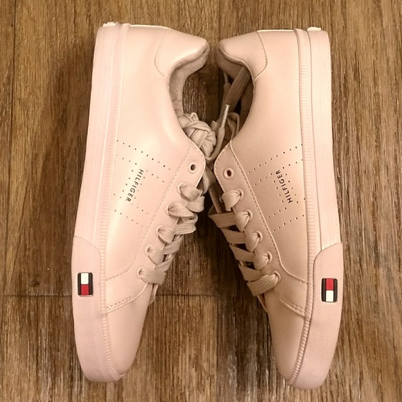 9a88eedf64be7f Tommy Hilfiger Luster Blush Sneakers. M 5a31c97ab4188e2cc1004a6d
