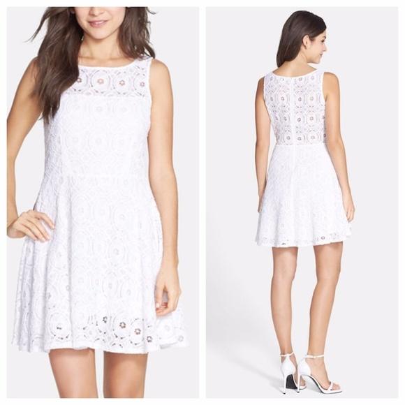 e872fbbfaa3f1 NWT BB Dakota Renley Lace Fit   Flare Dress
