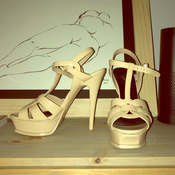 ed1926f37a ... YSL Tribute nude patent leather. M_5a31e6fd4225bebefa0085cd. Other Shoes  you may like. Yves Saint Lauren ...