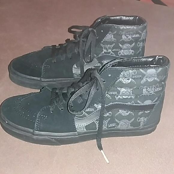 b186d648ba0e Van s Star Wars black lace up tennis shoes. M 5a31ef78eaf030cf9200c2e2