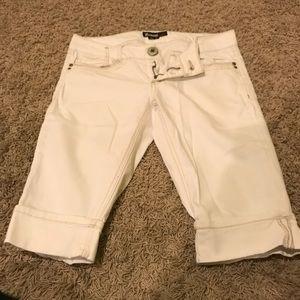 Pants - Juniors white Capri pant!