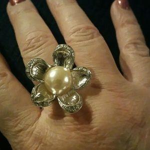 Jewelry - Flower fashion ring