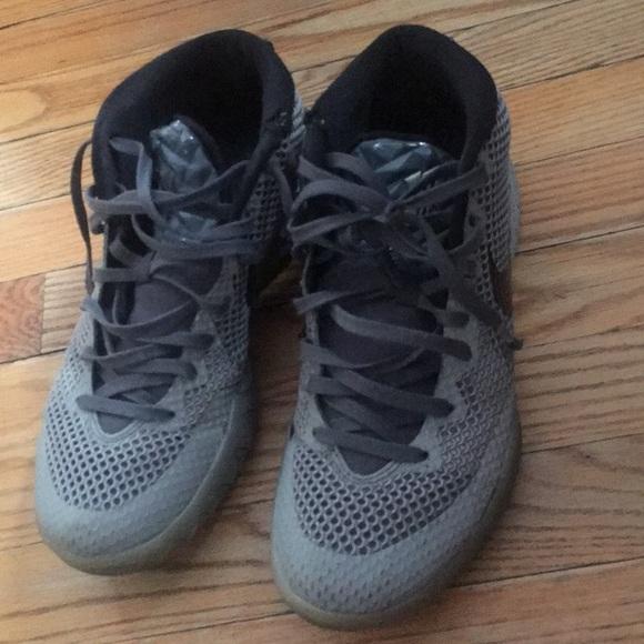 Kyre basketball shoes size 9