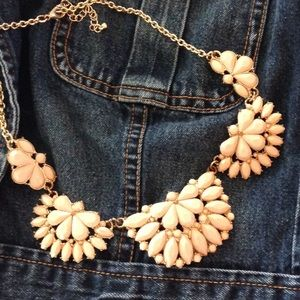 Jewelry - Peach and gold tone statement necklace