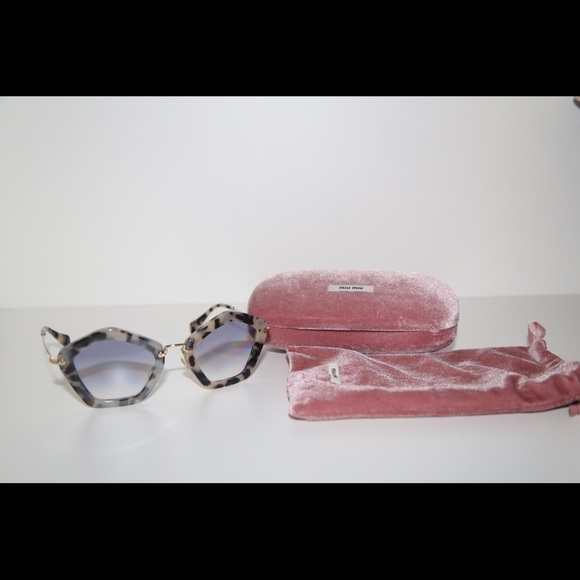 6c1c6e96cf01 Miu miu sunglasses 🕶. M 5a32bd8978b31cbc5502e148